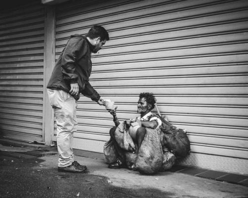 """""""Helping hands to mitigate Venezuelan hunger"""" Photo by Alicia Mayorca"""